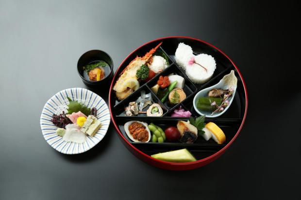 写真は6000円のお弁当です。
